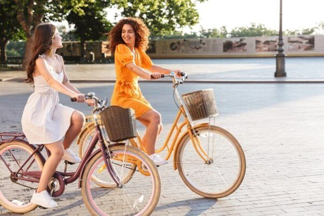 Electra bicykle pri jazde mestom